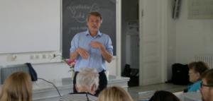Psykologi Aku Kopakkala perää lääkehoidon suhteuttamista aitoon tieteelliseen näyttöön.